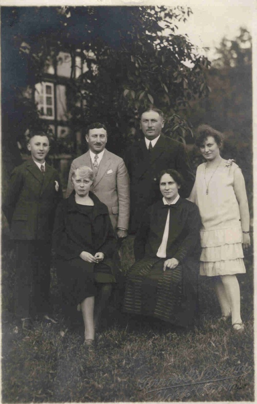 Family Group; Lavelsloh