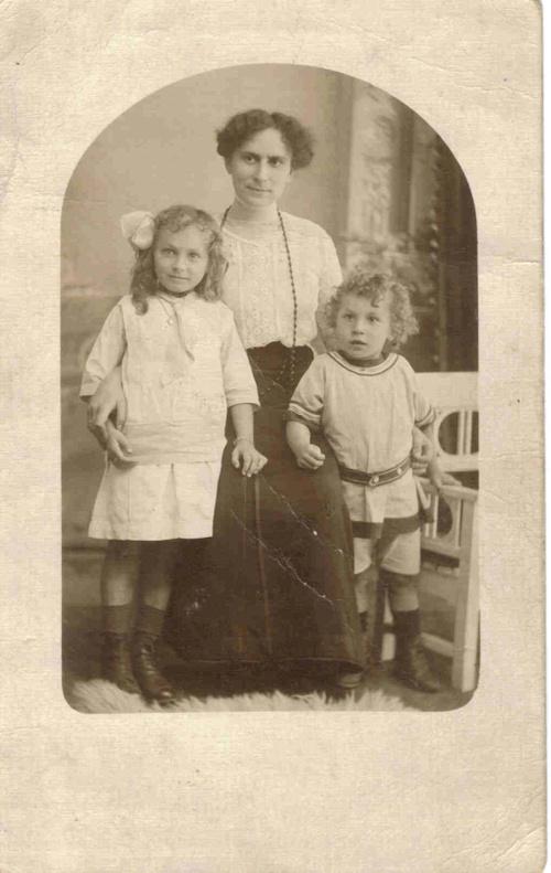 Tante Irma, Oma Dina, and Erich Samenfeld.